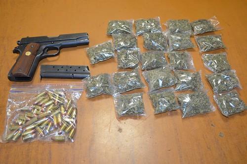 Presuntos integrantes de una célula delictiva fueron detenidos con droga, arma y cartuchos