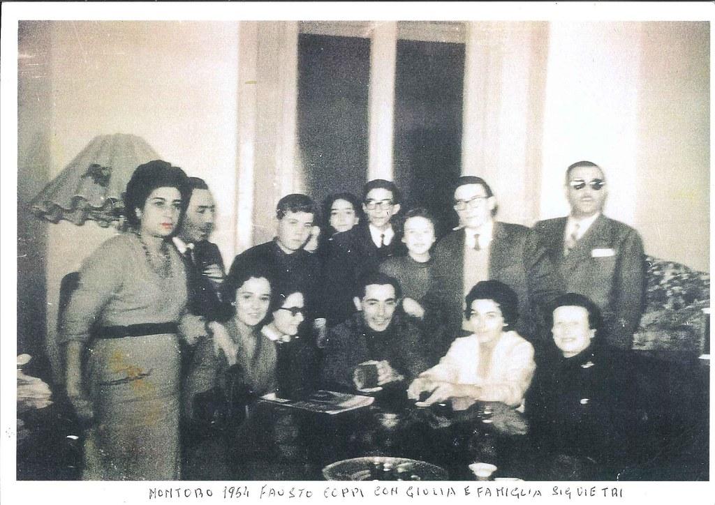 La foto è del 1954 e riprende Fausto Coppi che si era recato a Montoro per conoscere la famiglia di Giulia Occhini (detta la dama bianca), nella foto c'è anche Nicola Vietri amico del campionissimo (foto inviata da Vittorio De Martino)