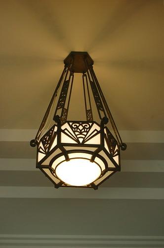 入口 天井ライト