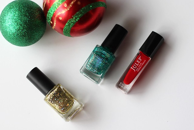 Red & Green Glitter Christmas Nails | #LivingAfterMidnite