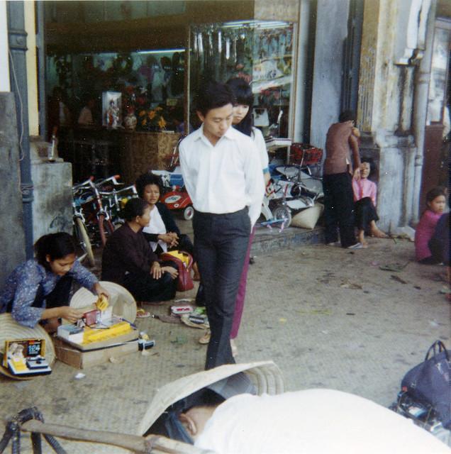 Saigon 1969 - Street vendors, Nguyen Hue Blvd - Photo by Bob Lee