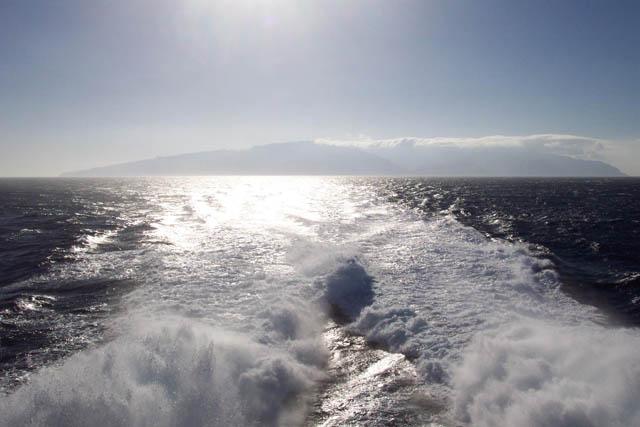 La Gomera desde el mar. © Paco Bellido, 2003