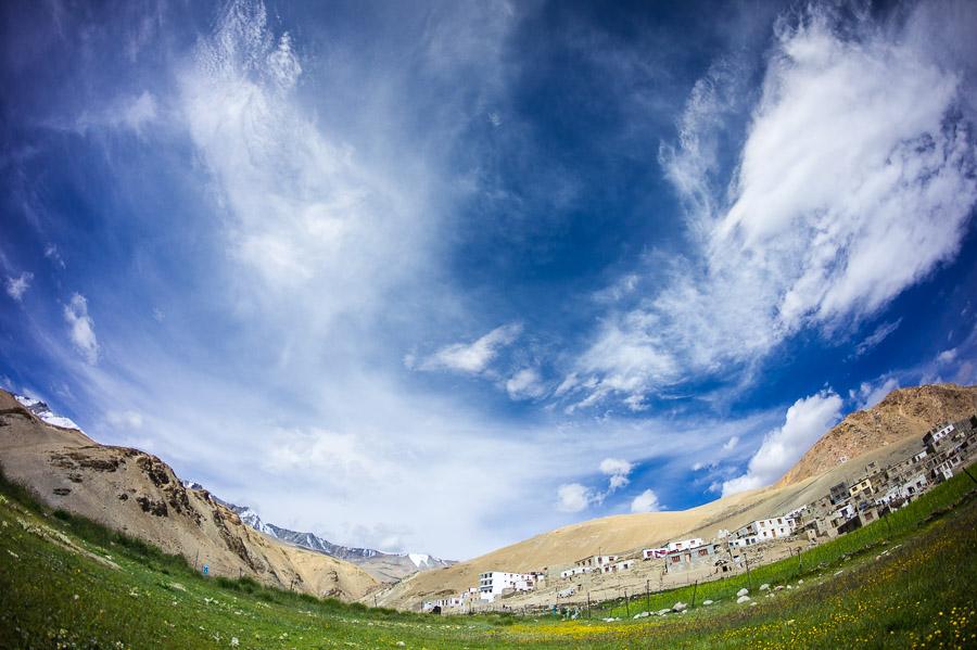 Вид на деревню Корзок с озера. © Kartzon Dream - авторские путешествия, авторские туры в Индию, тревел фото, тревел видео, фототуры