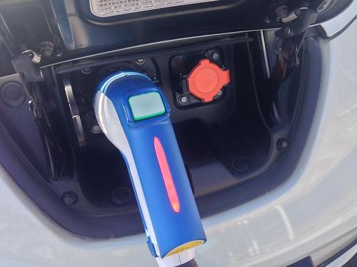 山陽自動車道 福山SA(下り) 電気自動車用急速充電器 充電ノズル