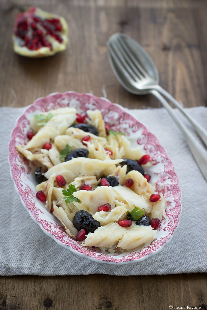insalata di baccalà con olive nere e melagrana