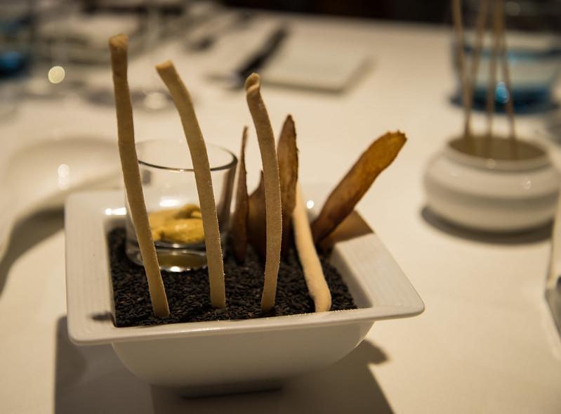 Hummus, patatas con pimentón y grisinis - Club de las Cenas Secretas en Atelier Belge