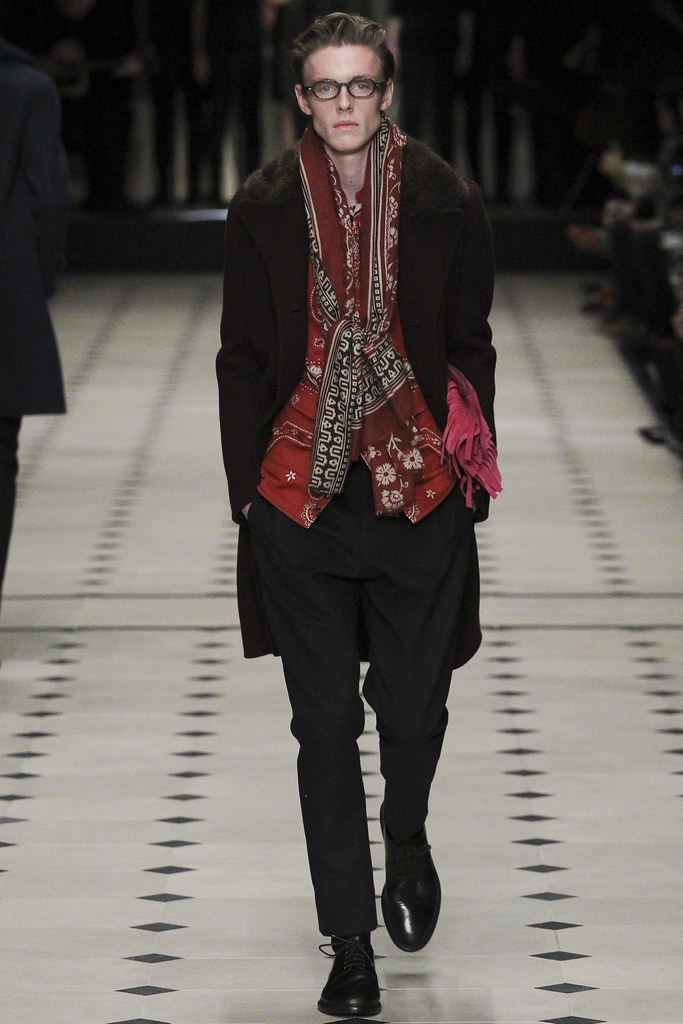 FW15 London Burberry Prorsum010_Jack Dalbyt(VOGUE)