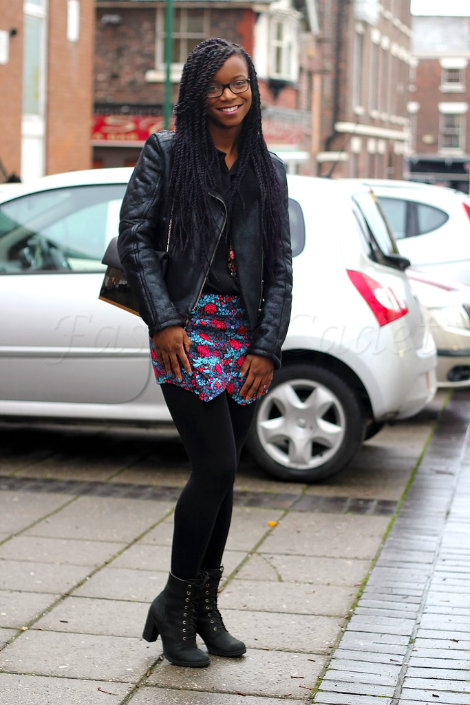 How-to-style-skorts,tights, black shiney-look sheepskin jacket & ankle boots, Street Style, street fashion, street style blogger, ways of wearing tights, sheepskin jacket