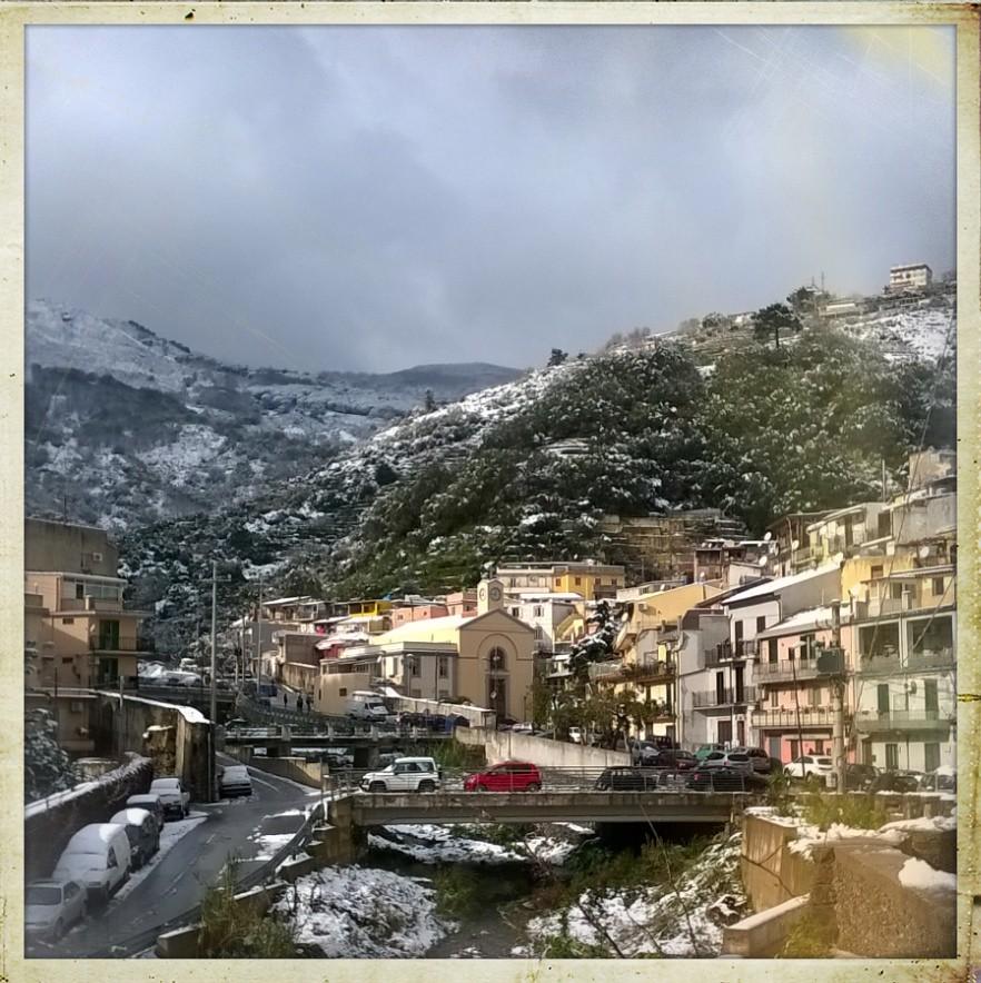 panorama del villaggio in una recente nevicata