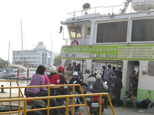 Ta-Kaohsiung-Cijin-ferry (1)