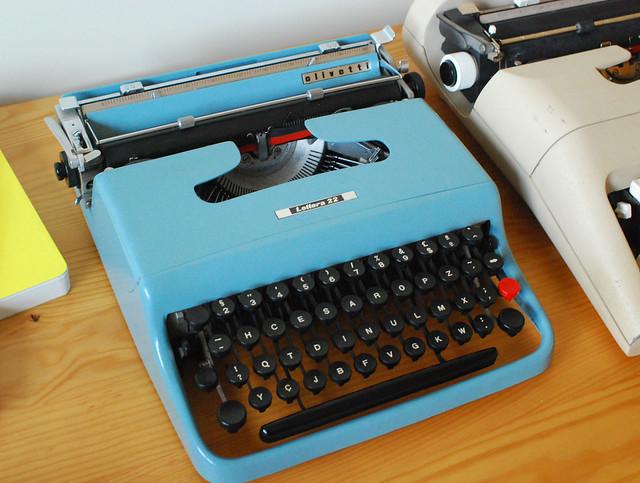 Olivettii Lettera 22 typewriter and Olivettii Lettera 37 typewriter
