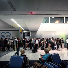 Captain makes a run for it.  . . . #delta #gateb41 #amsterdam #delta #flight48 #jfkairport #terminal4