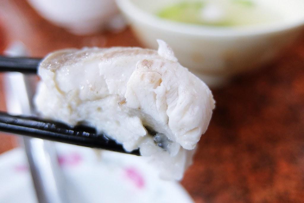 虱目魚肚丸湯,這虱目魚丸有一層厚厚的魚片喔