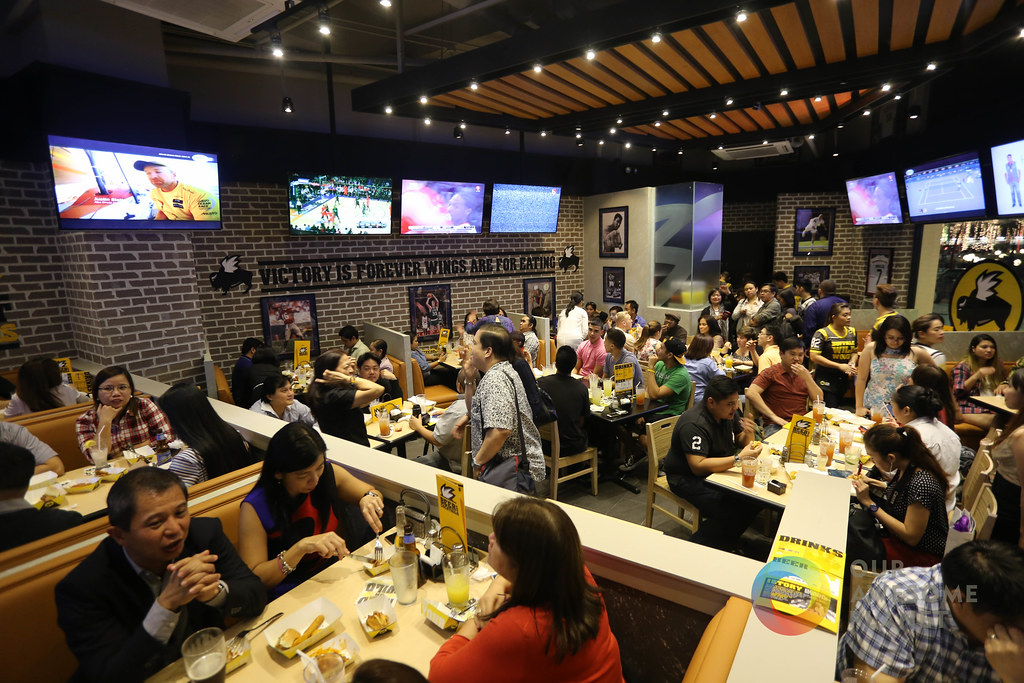 Buffalo Wild Wings Opening-20.jpg