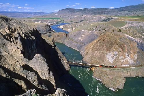 railroad bridge canada cn train river bc britishcolumbia canyon ashcroft blackcanyon canadiannational thompsonriver unitsulphurtrain thomsonrivercanyon