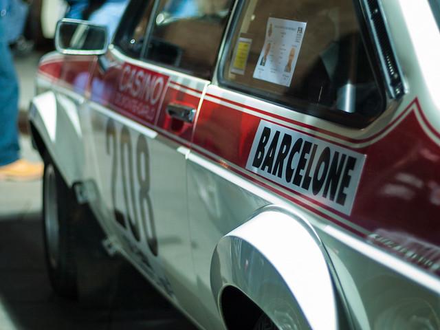 Coche 208. Salida desde la Plaza de la Catedral de Barcelona del Rally Montecarlo de coches históricos