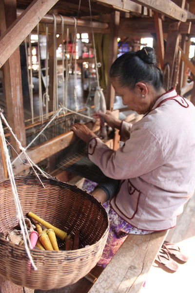 20150211_4043-Inle-silk-weaving_resize