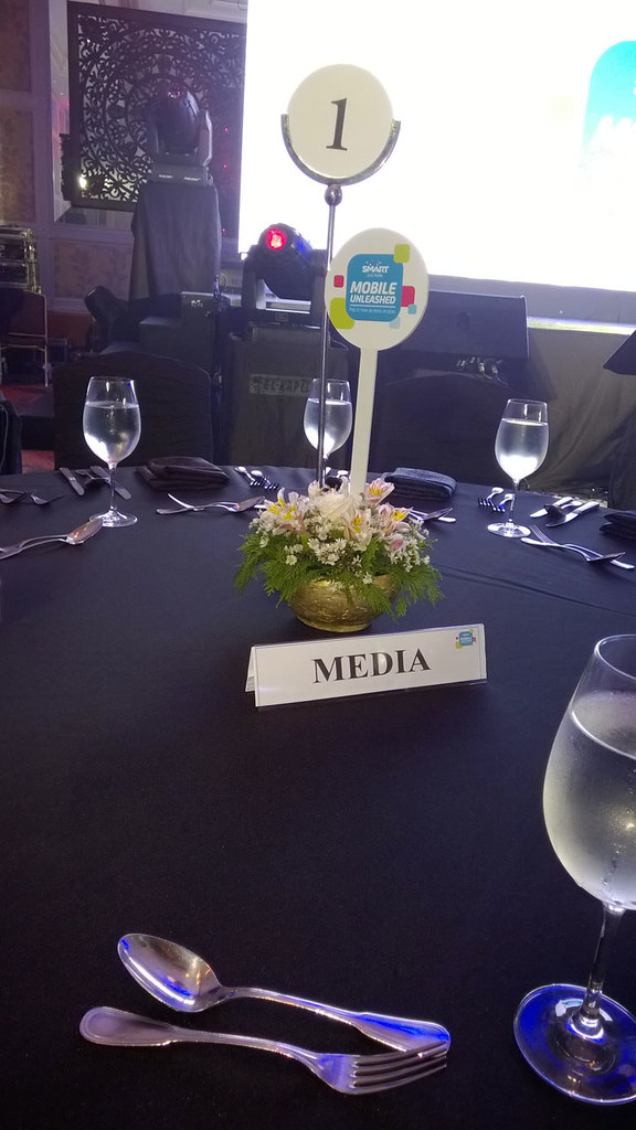 Nokia-Lumia-830-media-table
