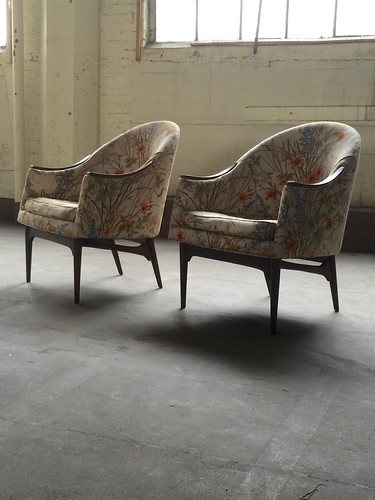 ***ON DECK***Handsome Pair of Midcentury Modern Lounge Chairs (U.S.A., 1960s)