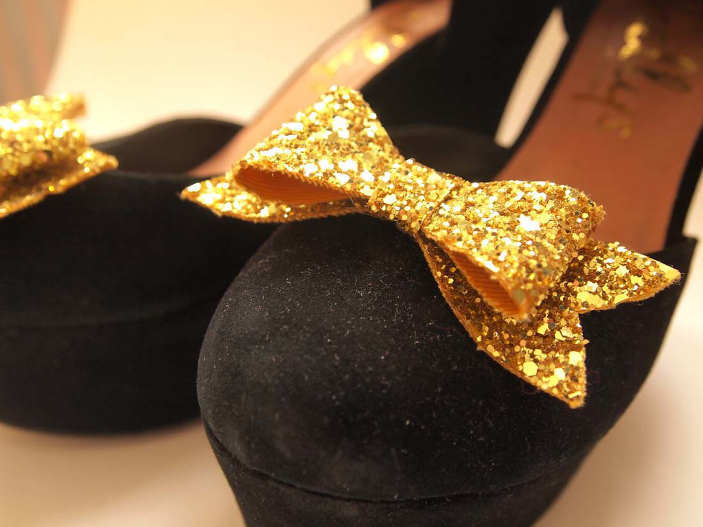 gold shoe clips