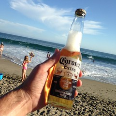 I found a full bottle of Corona out in the sea. It was 20 feet down and bouncing among the rocks. I'm gonna drink it with dinner tonight. #seabeer