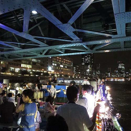橋をくぐります。 #天神祭 #タイアンバサダー