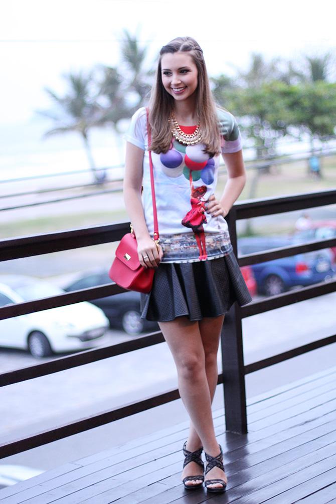 01-t-shirts de baloes com saia preta look do dia