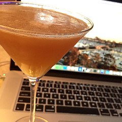 My twisted Side Car: apricot brandy, Domain de Canton (ginger), Cointreau and fresh lemon juice! #cheers :wink: