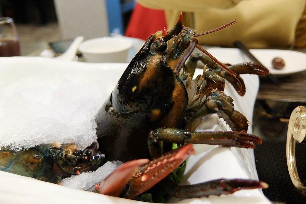 這蝦頭和腳都還在動啊啊啊..