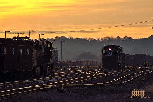 light yard sunrise high andrews ns low norfolk southern hood division job piedmont switching gp382 pb01