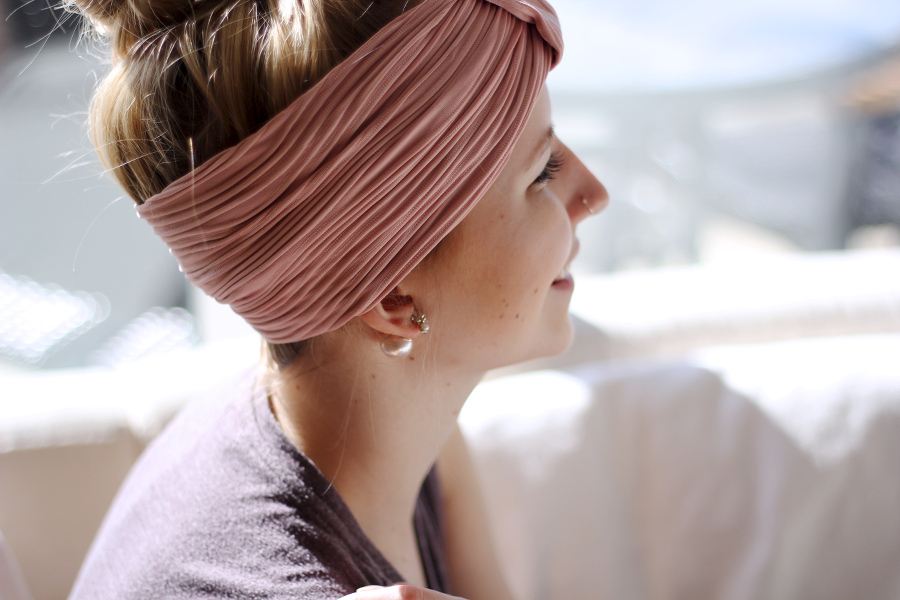 photography-girl-headband-turban-pink-nosering-piercing