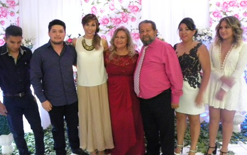 O casal Wilton e Albanita, com familiares