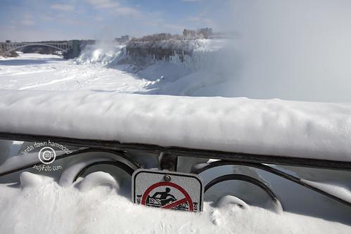 NiagaraFallsIce20150227_047sm