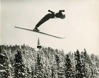 Reidar Andersen hopper i Holmenkollen (1938)