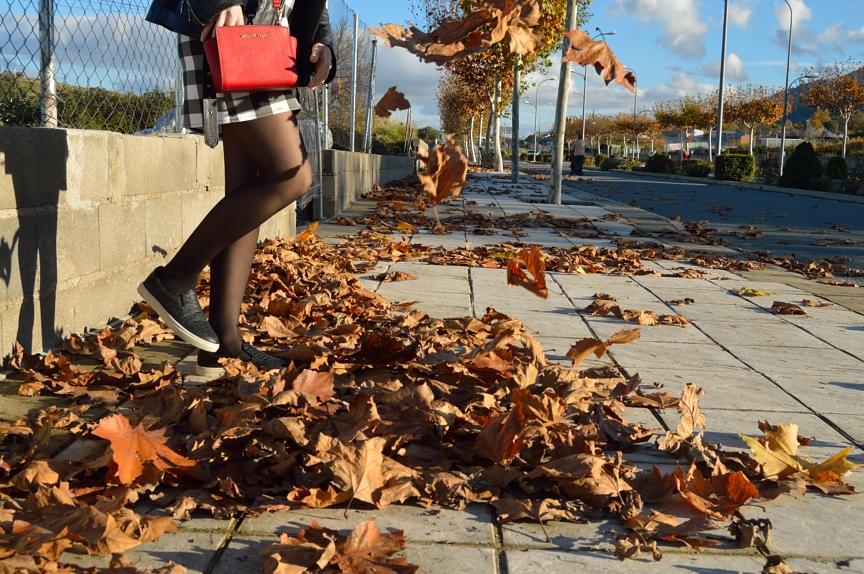 lara-vazquez-mad-lula-style-fall-vibes-leaves