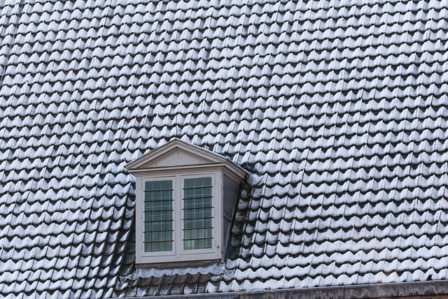 Centrum Utrecht. 12. Snow on the roof.
