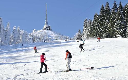 Přijeďte si zalyžovat kdykoliv v sezoně 2014/15 do Ski areálu JEŠTĚD s 55% slevou