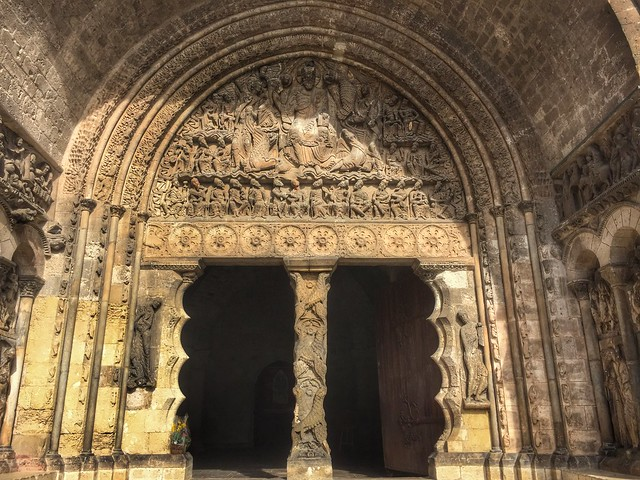 Tímpano de la iglesia de San Pedro en Moissac (Tarn-et-Garonne, Francia)