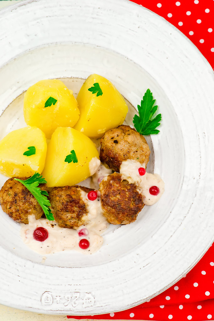 quenelles in sauce.4