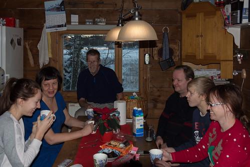 christmas family winter suomi finland table cabin conversation talking kotka drinkingcoffee pyhtää viewthroughwindow kotkahamina