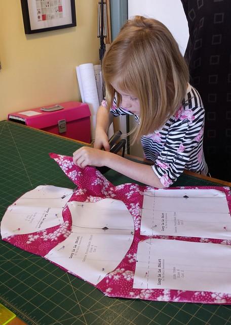 Stella sews: cutting out