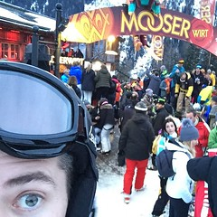 The only thing you want to do after 6 hours of skiing, is to stand on a table in skiboots and dance to Eurodance music.