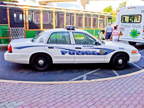 18.39_quiz_Maui_Police_Car_courtesy-wikimedia_commons_CC