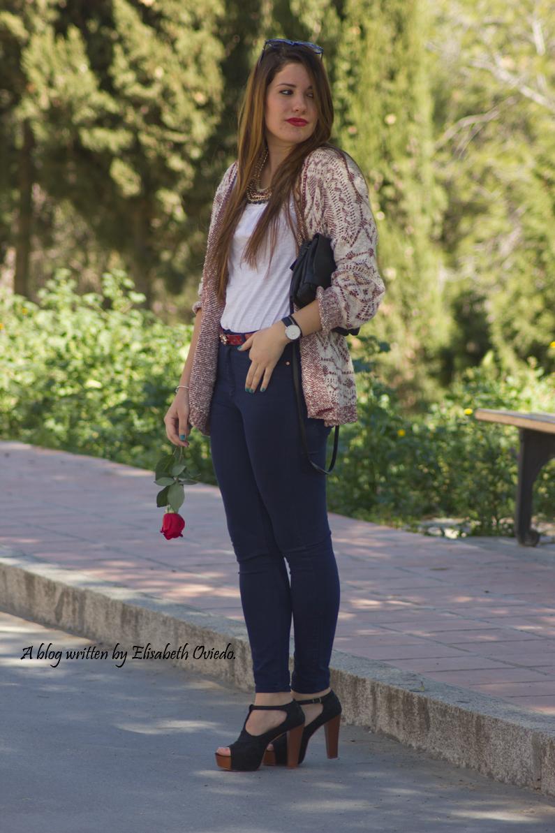 capa-azteca-con-jeans-y-tacones-HEELSANDROSES-(2)