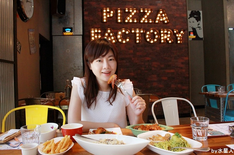 28075232794 dce39fbe5a b - 熱血採訪 | 台中豐原【PIZZA FACTORY 披薩工廠】貨櫃工業風裝潢,把披薩變成了派大星,好狂的大四喜