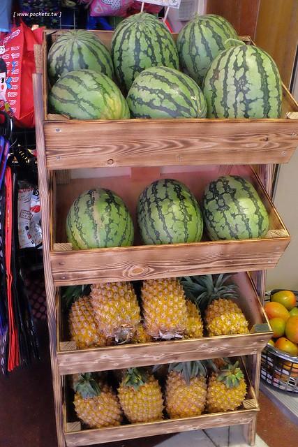 28810328752 b9aba678b1 z - 逢甲冰菓室│復刻懷舊冰菓室,有整顆鳳梨的水果叢林和整顆哈蜜瓜的夏日哈球雪花冰