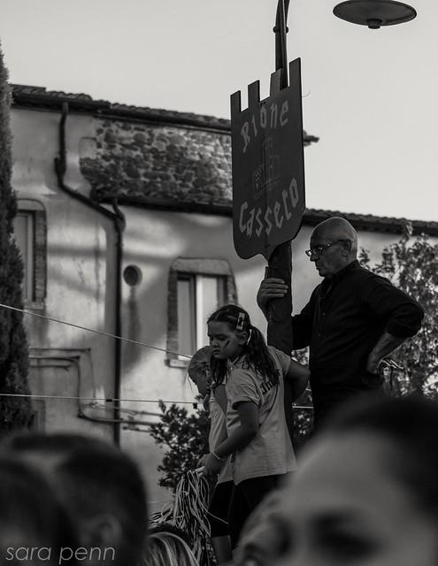 #summer #paliodellebotti #festa #biancoenero #nikon #estate #manciano #maremma #tuscany #italy #folla #street #photo