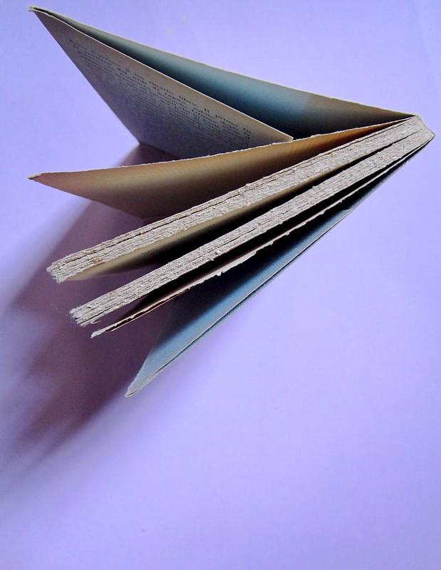 L'entrata in guerra, di Italo Calvino. Einaudi 1954. [Progetto grafico di Albe Steiner]. taglio superiore (part.), 1Taglio superiore