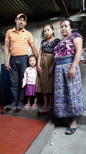 Florinda Rosario Tuch Quiacaín y familia