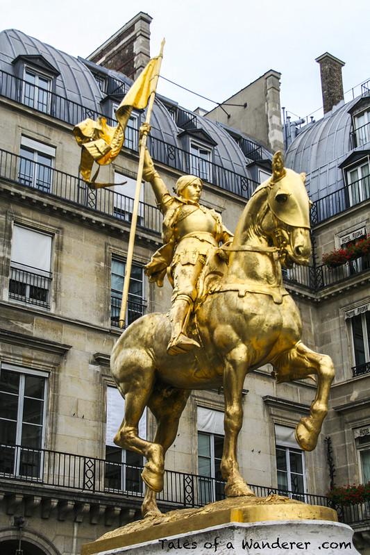 PARIS - Place des Pyramides - Statue équestre de Jeanne d'Arc